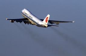 avion-decollage-pollution-aerienne-trafic-aerien-air-china-beijing-airport-aeroport-de-pekin-dec-2009-iata-avion-cargo-commerce-international