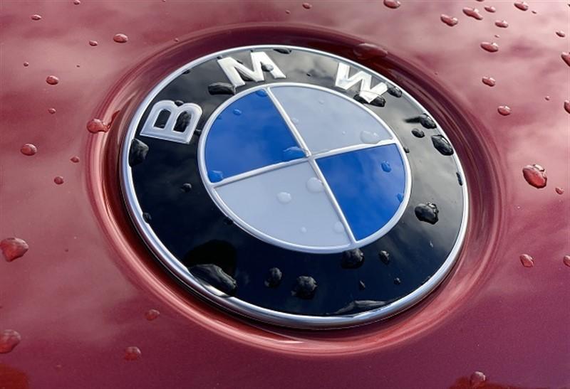 BMW consigue reaccionar en la base (soporte) del canal bajista