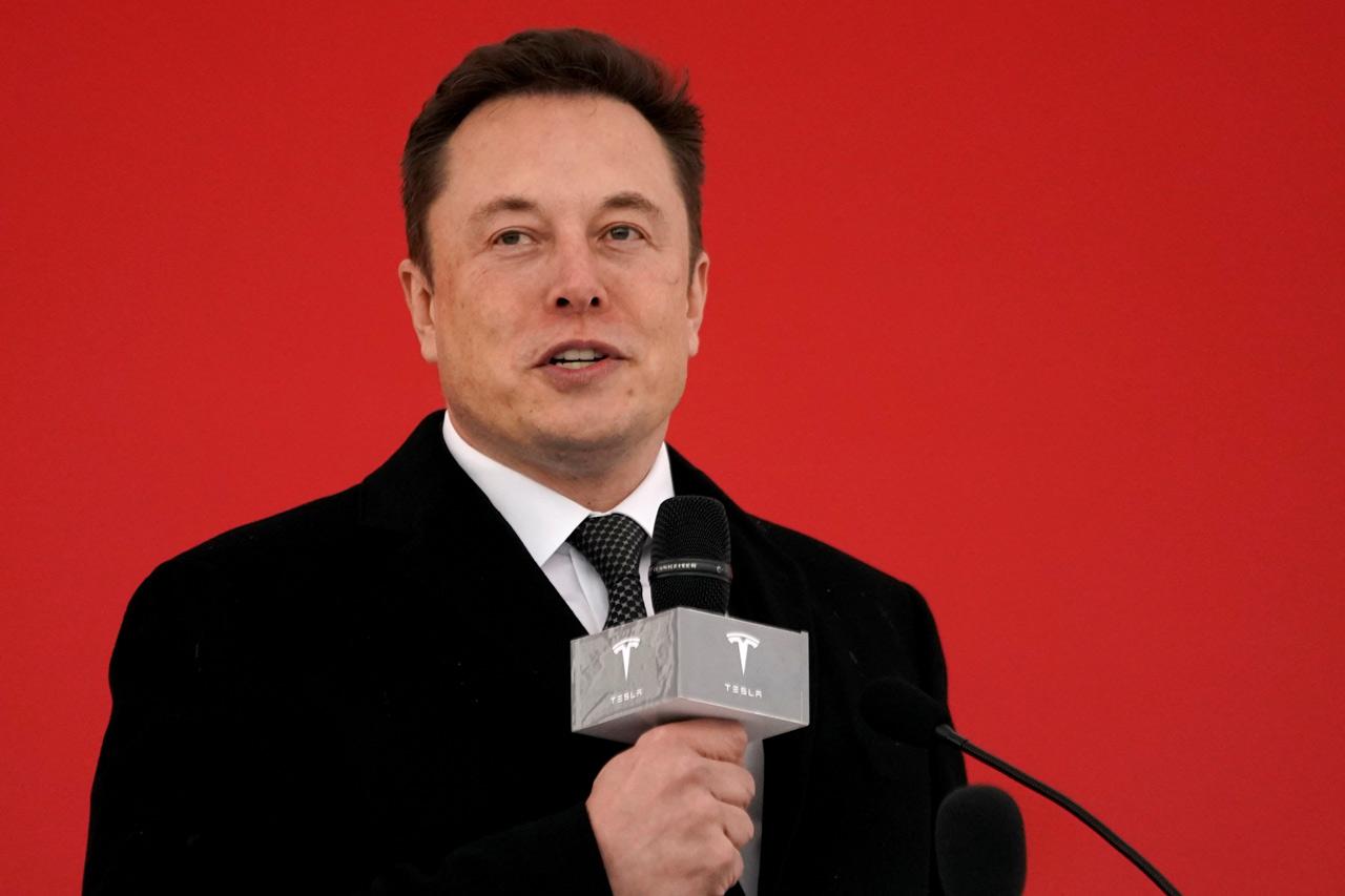 Tesla toca su nivel más bajo desde 2016 y llega a perder los 200 dólares