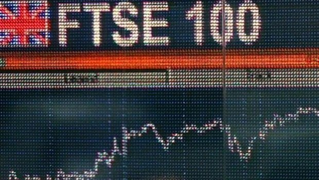El FTSE 100 de Londres marca otro máximo histórico mientras la libra se desploma