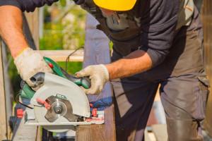 builder-3652465 1280-300x200