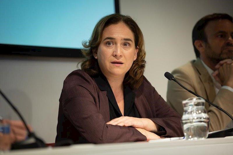 """Colau pide a Sánchez darle """"un vuelco a la campaña"""" y hablar de lo que podría unirles"""