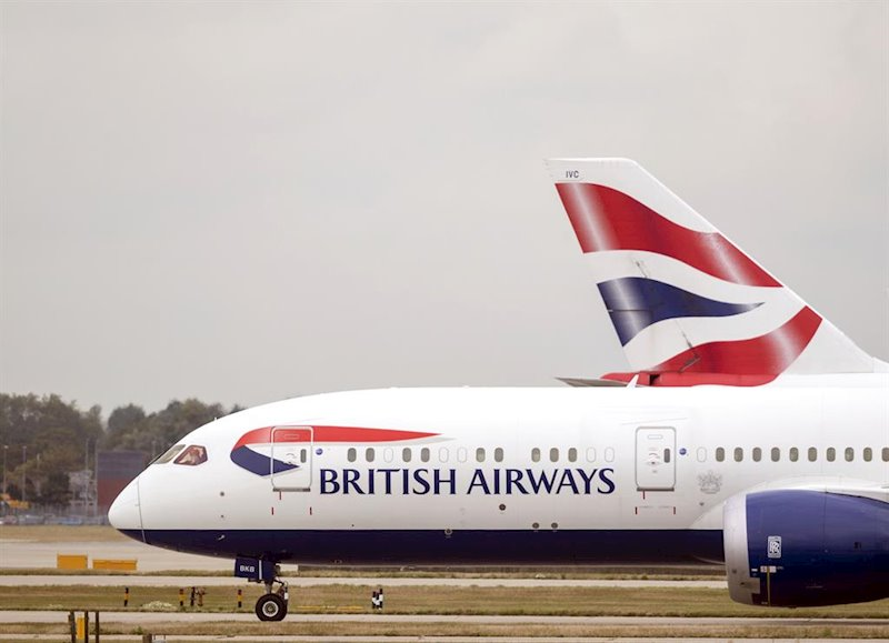 ep un avion de british airways en el aeropuerto de heathrow
