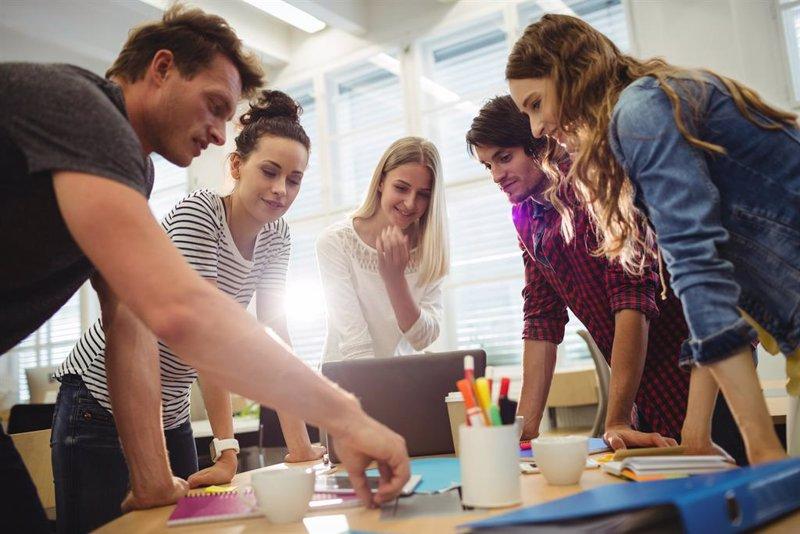 El Gobierno concederá hasta 3.000 euros a jóvenes 'ninis' que emprendan un  negocio - Bolsamanía.com