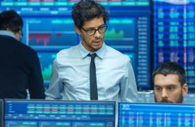 traders-mirando-bolsa-letras-tesoro-evolucion-mercados