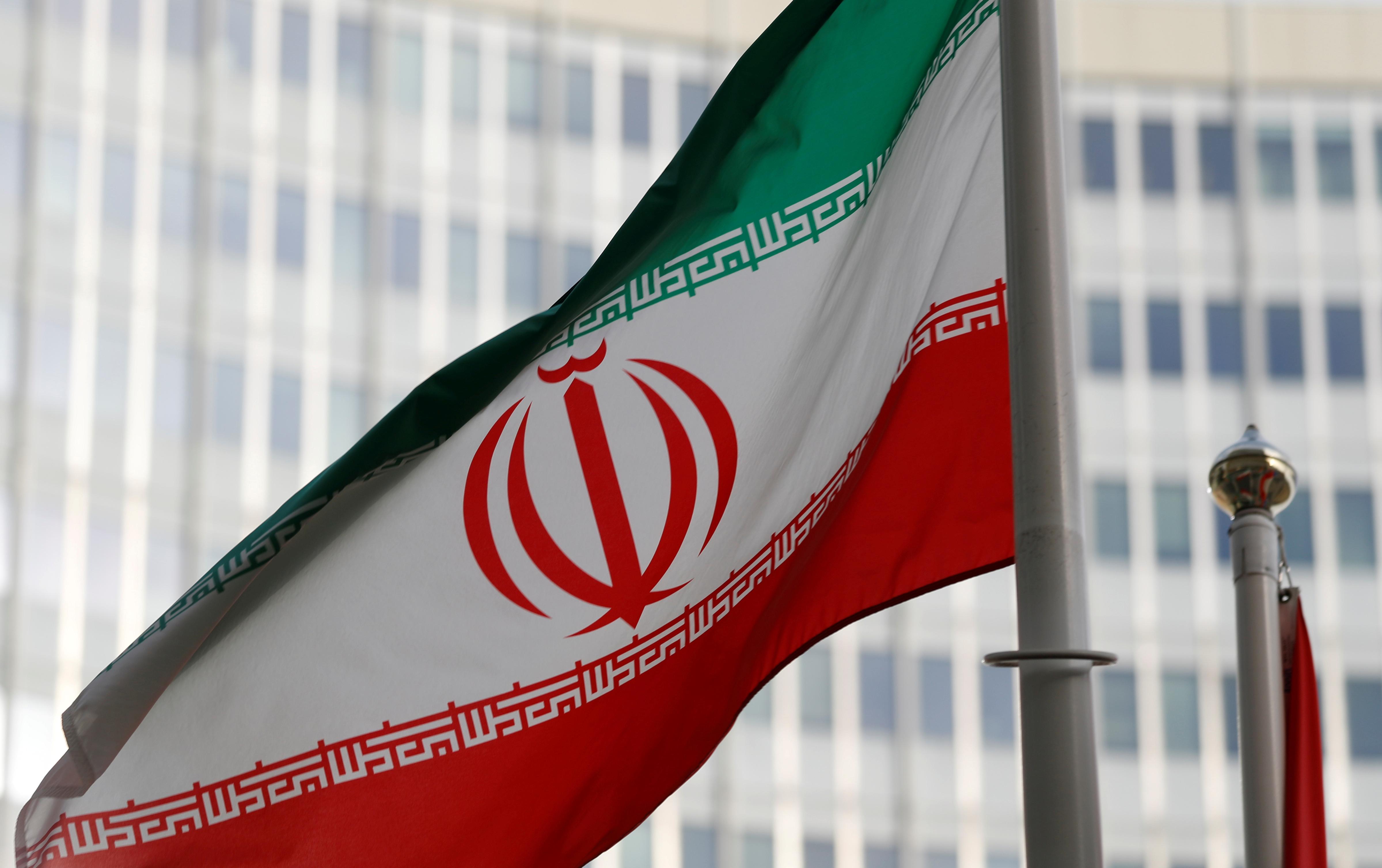 nucleaire-l-iran-suspend-des-engagements-lance-un-ultimatum