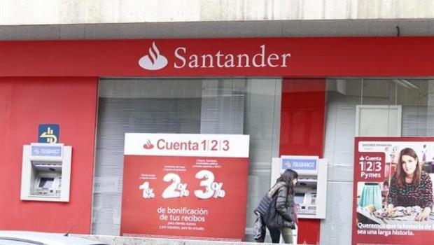 Santander rebaja a solo 1.000 euros el saldo remunerado de su Cuenta 123