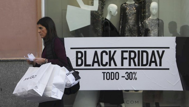 ep ciudadanos acuden a comprar durante las rebajas del black friday en sevilla a 29 de noviembre de
