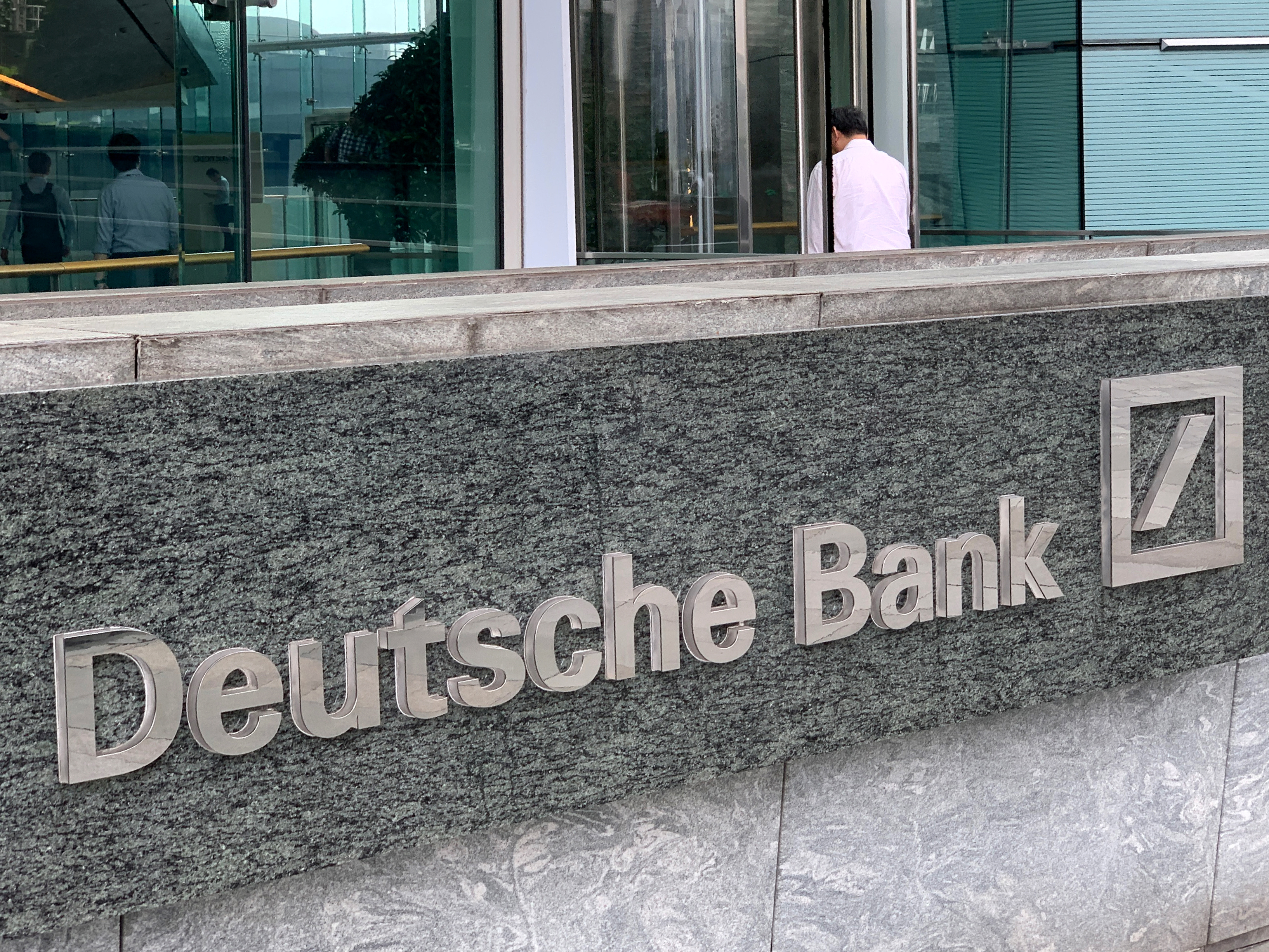 deutsche-bank-en-perte-au-deuxieme-trimestre-la-restructuration-et-le-virus-pesent
