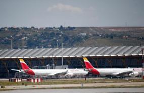 ep varios aviones de iberia en la terminal 4 del aeropuerto de madrid-barajas adolfo suarez