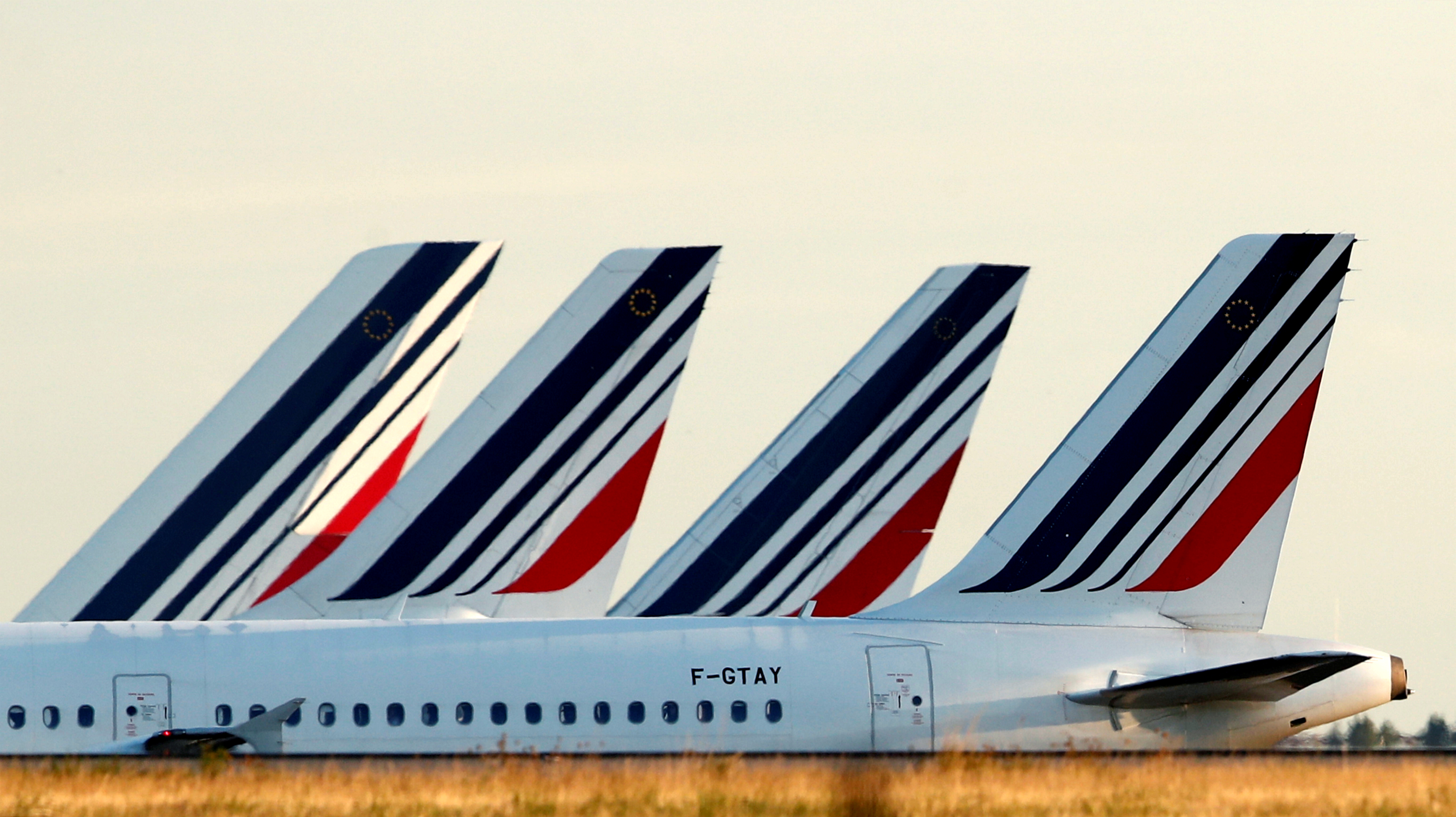 13,000 stranded after French airline collapses