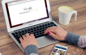 ep buscador google recurso google mujer usando ordenador portatil