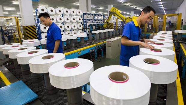 ep trabajadores en una fabrica china