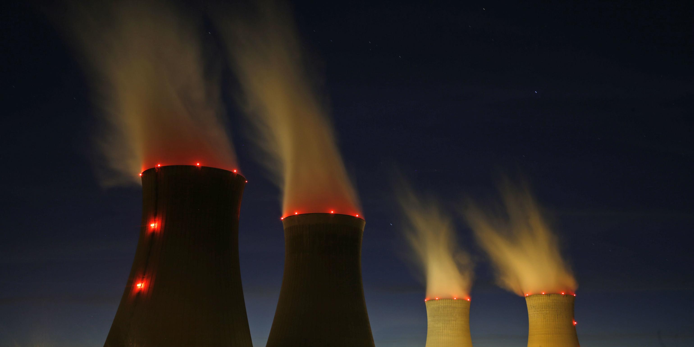 edf-nucleaire-centrale-de-dampierre-en-burly-tour-de-refroidissement-vue-de-nuit-vapeur-energie-production-d-electricite-areva-ecologie-demantelement-lobby-cea-france 20190830160211
