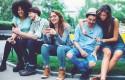 ep jovenes utilizando redes socialessmartphones