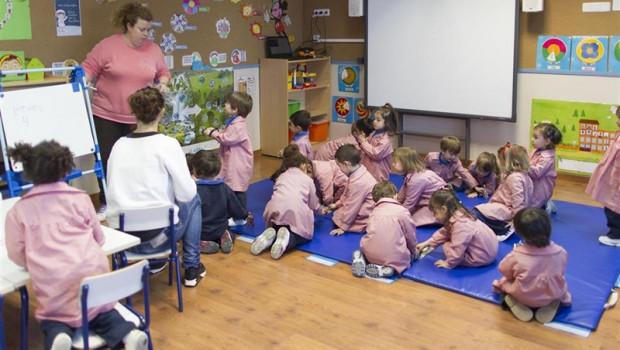 ep colegio aula primaria infantil clase nino nina ninos jugando jugar 20190411132317