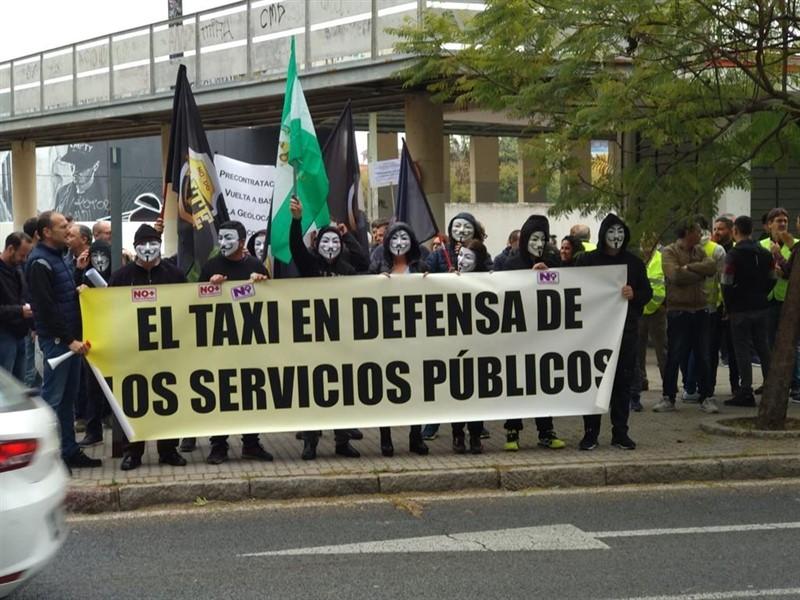 Los taxistas acuden a la reunión con Generalitat y AMB con el MWC como rehén