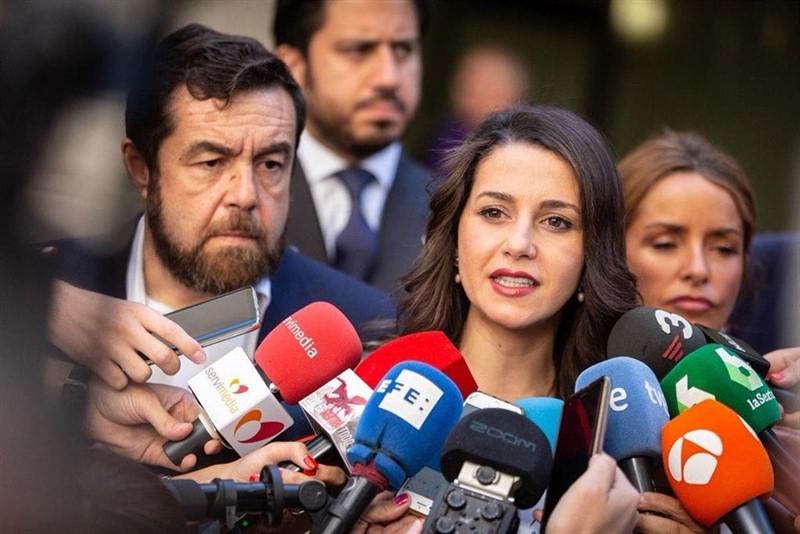 https://img3.s3wfg.com/web/img/images_uploaded/8/8/ep_la_portavozla_ejecutivaciudadanos_ines_arrimadas_juntolos_diputados_miguel_gutierrezpatricia_reyes.jpg