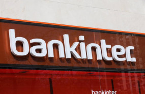 ep letrero del banco bankinter en una de sus oficinas de la capital tras el anuncio de que algunas