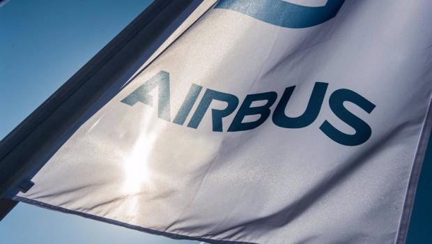 ep airbus relevara este jueves al presidente del consejo de administracion y nombrara nuevos