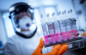 ep imagen de recurso de trabajadores de laboratorio en busca de una vacuna contra el coronavirus