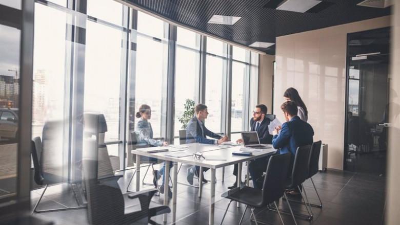 ep reunion de trabajadores en una oficina