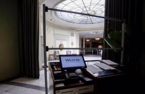 ep recepcion con mampara en el hotel the westin palace madrid