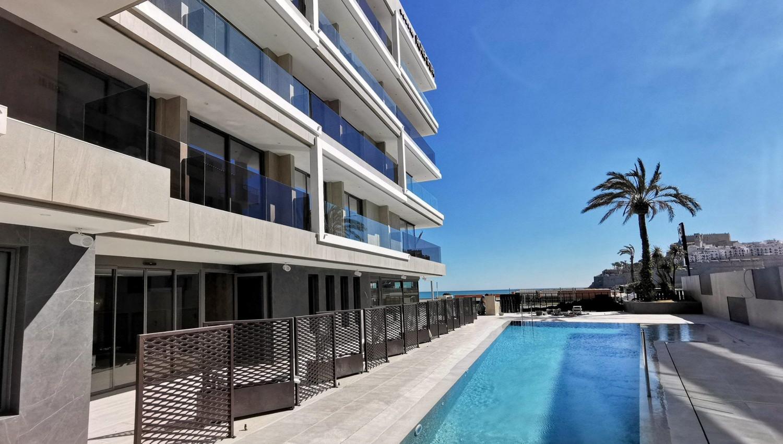 https://img3.s3wfg.com/web/img/images_uploaded/d/5/1625561095_hotelcastillo_peniscola_vistas_desde_piscina_rsz.jpg
