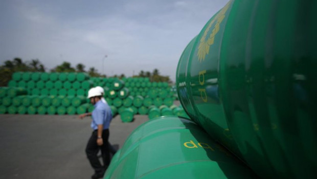 ep archivo   almacen de productos de la petrolera bp en vietnam