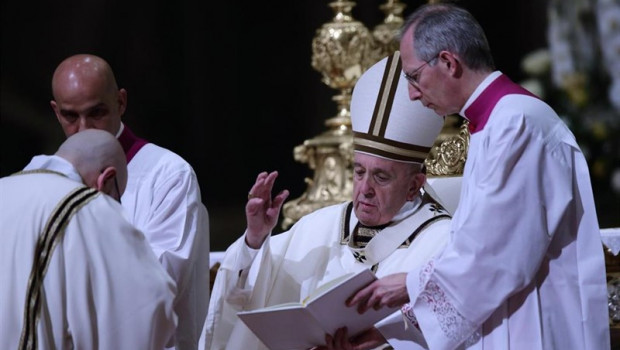 ep pope francis celebrates easter vigil mass in vatican city