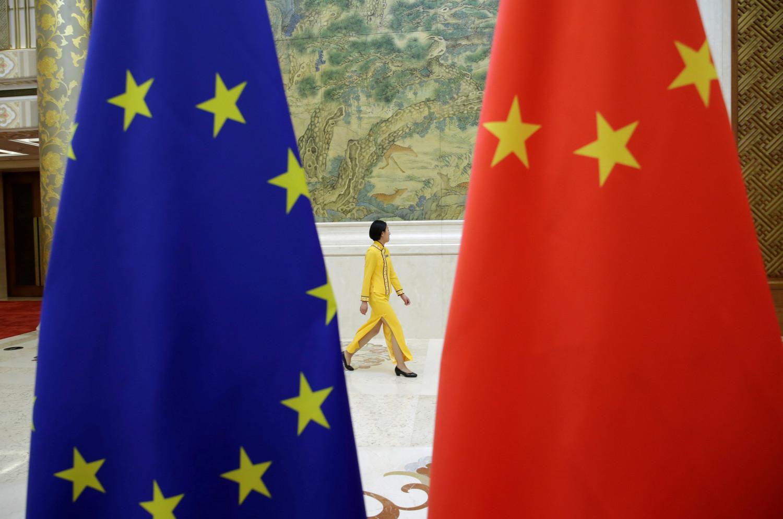 la commission europeenne ralentit les negociations sur l accord d investissement avec la chine