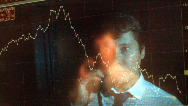 reflejo-trader-pantalla-ven-caidas-bolsa